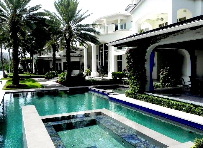 Beautiful Mansion with Outdoor Pool